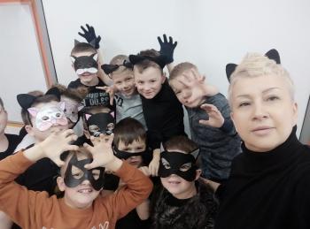 Pani Monika Regulska z kotami płci męskiej
